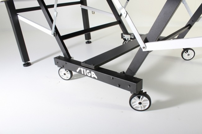 Stiga STS 420 indoor ping pong table undercarriage view