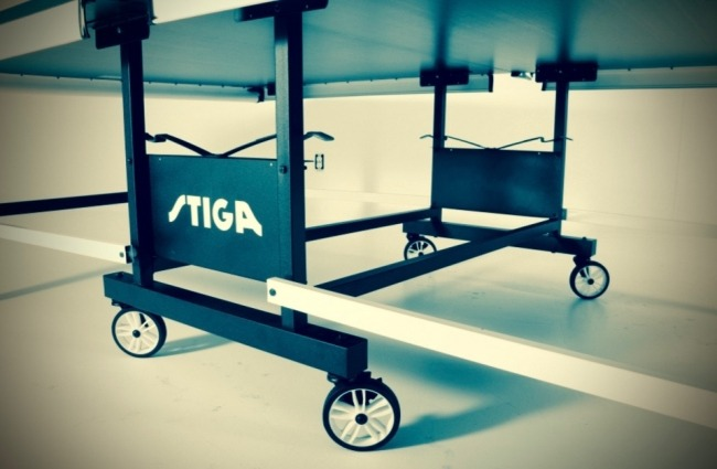 Stiga STS 520 Indoor ping pong table undercarriage view
