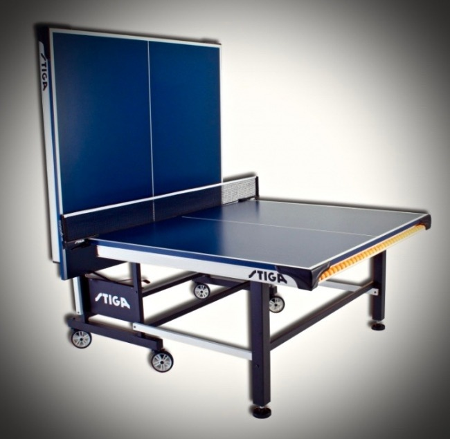 Stiga STS 520 Indoor Table Tennis Table Folded In Playback Mode